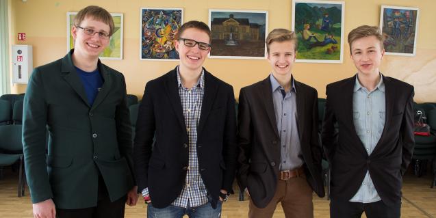 """Geriausia Klaipėdos mokinių bendrovė jau dirba su Raudonuoju kryžiumi ir """"5 pėdutėmis"""""""